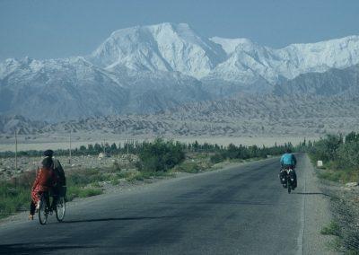 Radreise Thorsten Schröder China 2001 mit dem Rad durch eine Ebene