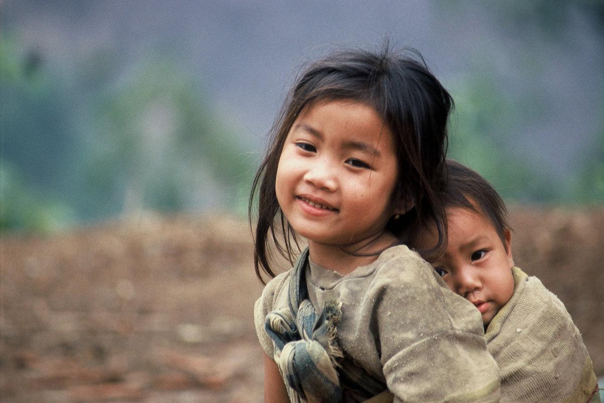 2 Kinder in Laos 2004