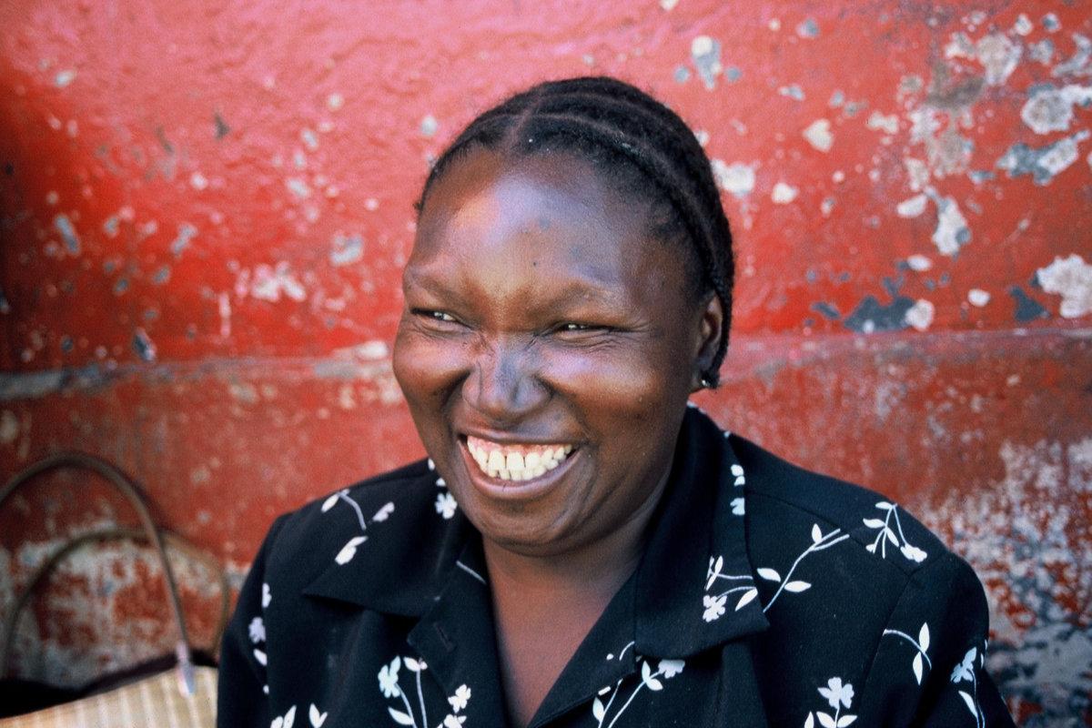 Thorsten Schröder Radreise Mosambik 2005 lachende einheimische Frau