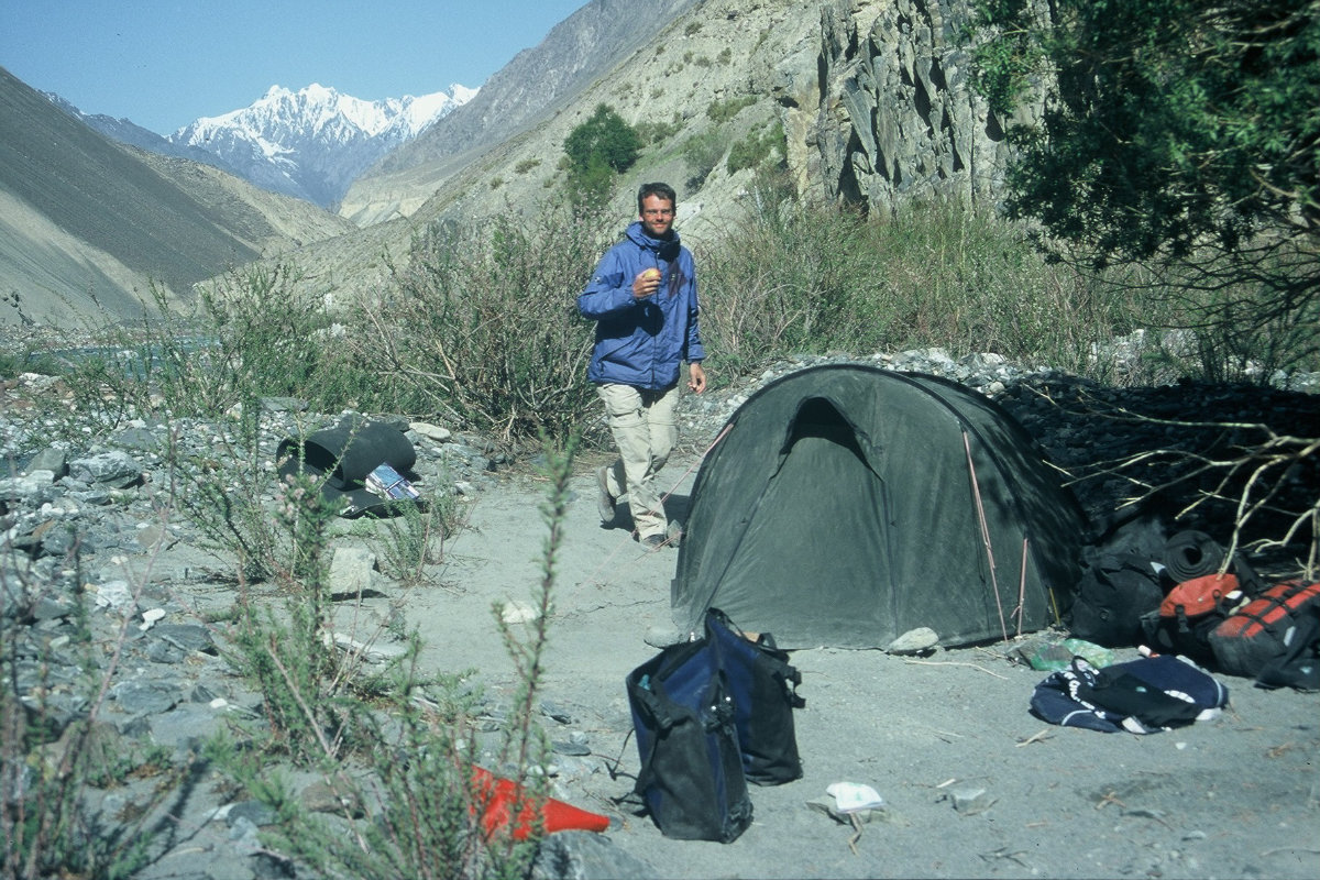 Thorsten Schröder Radreise Pakistan 2001 im Übernachtungscamp
